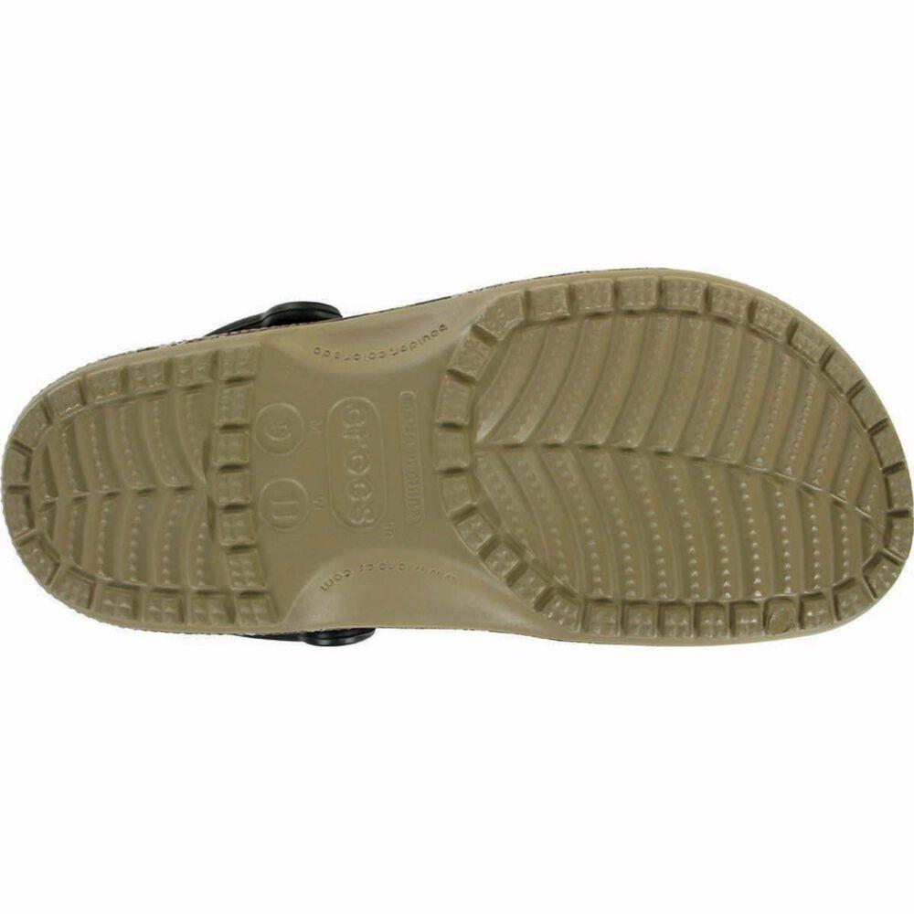 ee860640c2536 Crocs Men's Camo Classic Clog Khaki M7 / W9, Khaki, bcf_hi-res